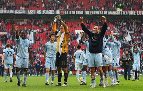 Футболисты «МС» в этот день были триумфаторами, впервые с 1974 г. победив «МЮ» на выезде. Английская Премьер-лига. Олд Траффорд. Матч-дерби между «Манчестер Юнайтед» и «Манчестер Сити», приуроченный к 50-й годовщине «Мюнхенской трагедии». Фото: Alex Livesey/Getty Images
