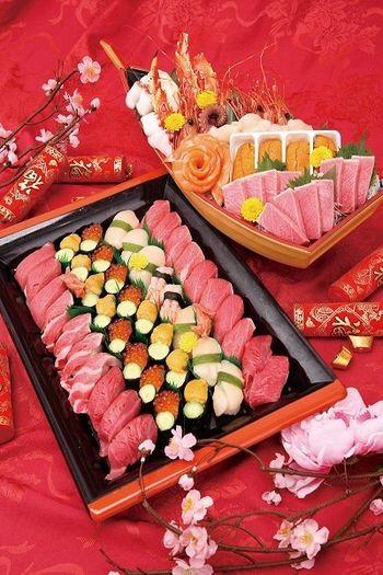 Салат из рыбы по-японски. Приготовлен из сёмги и лосося. Фото с epochtimes.com