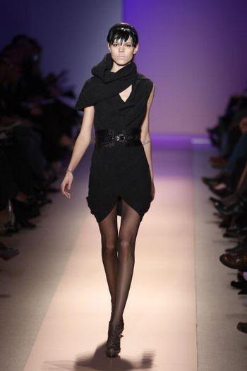 Коллекция женской одежды Herve Leger осень 2008 от дизайнера Макса Азриа (Max Azria), представленная 3 февраля на неделе моды от Mercedes-Benz в Нью-Йорке. Фото: Frazer Harrison/Getty Images