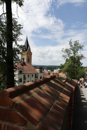 Замок Глубока,Чехия.Спуск в город./Лора Ларсиа,Великая Эпоха