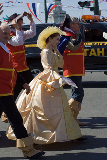 Кисейные барышни тоже были на карнавале. Фото: Великая Эпоха