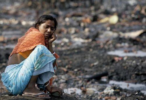 Взрыв баллона с газом оставил, приблизительно, три тысячи человек осталось без жилья. Фото: Deshakalyan Chowdhury/AFP/Getty Images