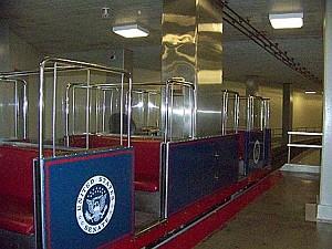 Этот мини-поезд ходит каждые пять минут. Его маршрут проходит от зданий Сената до Капитолия. Фото: Энни Пилзберри/Великая Эпоха (The Epoch Times)