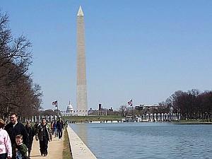 Молл, Зеркальный пруд и в далекаке - Мемориал Вашингтону. Фото: Энни Пилзберри/Великая Эпоха (The Epoch Times)