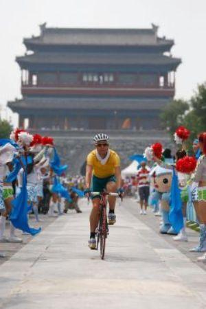 Крайние меры безопасности во время мужской велогонки вызвали раздражение спортсменов и болельщиков. Фото: Jamie Squire /Getty Images
