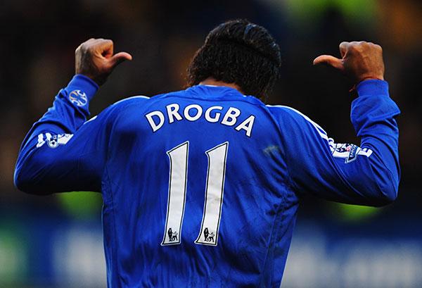 Дидье Дрогба выражает свою радость, забив в ворота «Арсенала» второй, победный гол. Стэмфорд Бридж, Лондон. Матч 31-го тура английской Премьер-лиги между «Челси» и «Арсеналом». Фото: Shaun Botterill/Getty Images