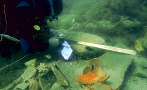 Археологи исследуют кладбище древних кораблей на Ильмене. Фото: РИА Новости