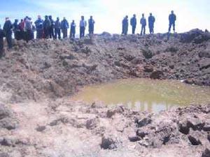 Воронка около Каранкаса на месте падения метеорита. Фото из отчета Перуанского института геологии, горного дела и металлургии