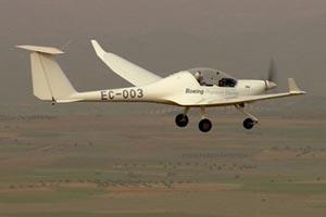 В воздух поднялся первый самолет на водороде. Фото: Boeing photo