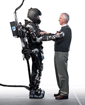 Новый экзоскелет XOS. Фото с сайта 3dnews.ru