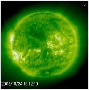 Кадр из видеозаписи SOHOs Extreme ultraviolet Imaging Telescope. SOHO/EIT (ESA & NASA)