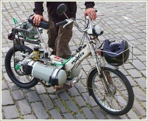 Первый в мире мотоцикл, работающий на воздухе. Фото с сайта onegadget.ru