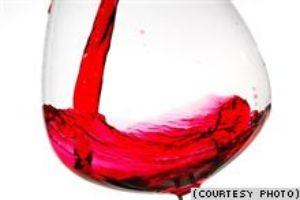 Красное вино, возможно, продлевает жизнь. Фото с сайта svobodanews.ru