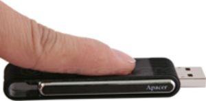 Биометрическая защита флеш-памяти. Фото: usbgeek.com