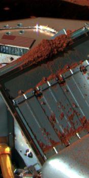 Phoenix приступил к изучению новых образцов грунта. Фото: NASA/JPL-Caltech/University of Arizona/Texas A&M University