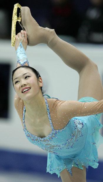 Юкари Накано (Япония) исполняет короткую программу. Фото: YURI KADOBNOV/AFP/Getty Images