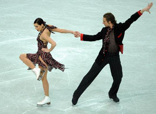 Натали Пешала/Фабиан Бурза (Франция) исполняют обязательный танец. Фото: JOE KLAMAR/AFP/Getty Images