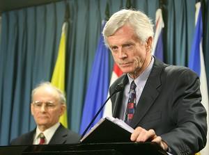 Дэвид Килгур (справа), госсекретарь по делам азиатско-тихоокеанского региона, и Дэвид Мэйтас (слева), адвокат по защите прав человека. Фото: Великая Эпоха /Мэтью Хилдебранд