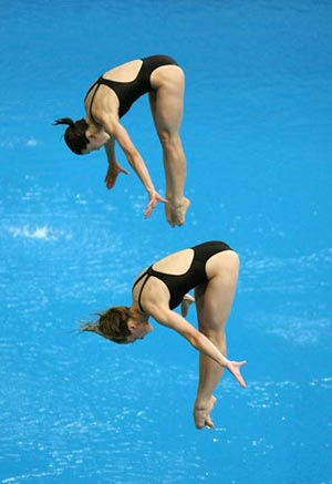 Еще одно серебро на счету наших прыгуний в воду с трехметрового трамплина – Юлии Пахалиной   и Анастасии Поздняковой. Фото: Al Bello/Getty Images