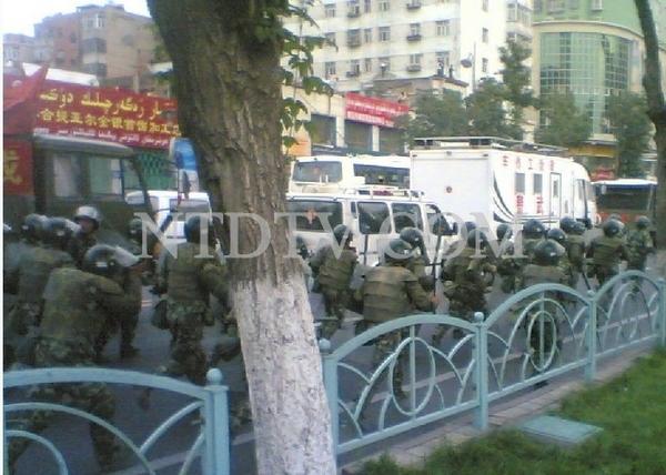 Фото с места событий. 5 июля 2009 год. Город Урумчи. Фото: NTD
