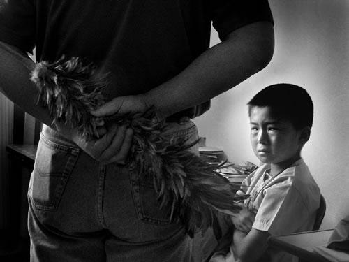 Отец собирается воспитывать сына. Фото: Великая Эпоха.