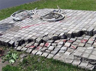 Памятник событиям 1989 года на площади Тяньаньмэнь. Фото: Wikipedia
