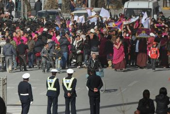 Акции протеста, прошедшие в Лхасе 14 марта 2008 г. Фото: Getty Images