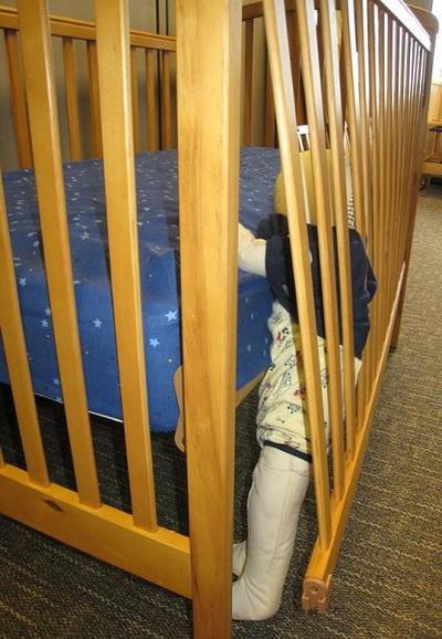 Некачественные манежи, произведённые в Китае, опасны для жизни детей. Фото с сайта Комиссии США по безопасности потребительских товаров