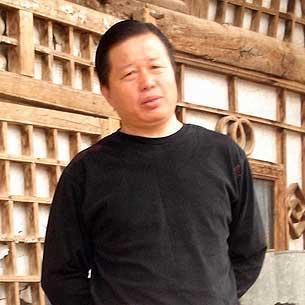 Адвокат Гао Чжишень в своих родных местах в провинции Шэньси.