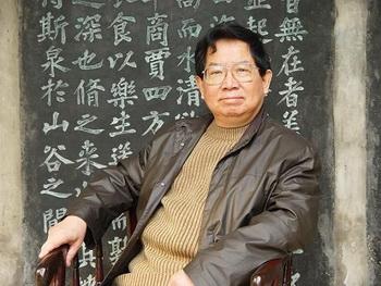 Китайский писатель Ша Есинь. Фото с dongyangjing.com