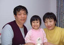 Цинцин со своими родителями. Фото с сайта enlightenment.org