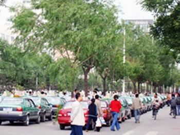 Забастовка водителей такси. Город Синин провинция Цинхай. Фото: RFA