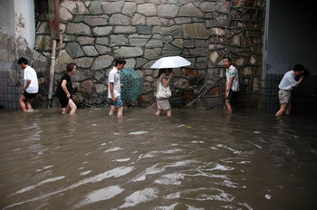 Наводнение в провинции Хуабэй. 30 июня 2009 год. Фото с epochtimes.com