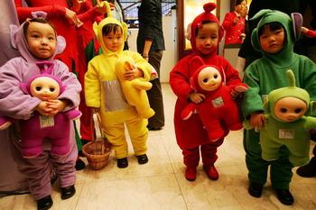 Китайская детская одежда опасна для здоровья. Фото: Getty Images