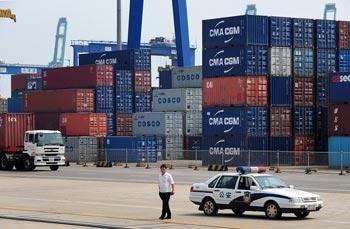 В порту Тяньцзинь  также предлагается услуга бесплатного складирования пустых контейнеров. Фото: AFP