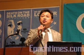 Профессор Гао Тяньчун на форуме в Токио рассказал о бесчеловечных ядерных   испытаниях, проводившихся в Китае. Фото: Чжан Бэнчжен/ The Epoch Times
