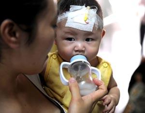 Официальное число заболевших в результате приёма в пищу отравленного молока по данным на 21   сентября составило 53 тыс. детей. Фото: China Photos /Getty Images
