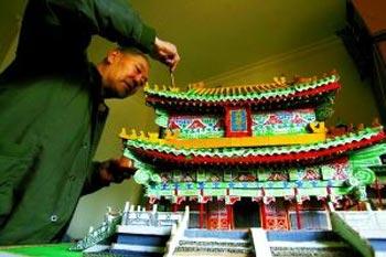 Модель «Монастырь Да Бэй», изготовленная из отходов. Фото с epochtimes.com