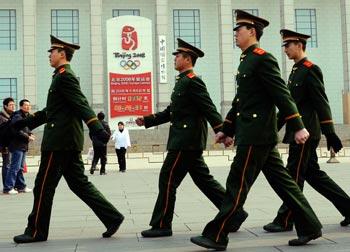 Коммунистический режим Китая использовал Олимпиаду для усиления преследования неугодных ему людей. Фото: AFP PHOTO/TEH ENG KOON