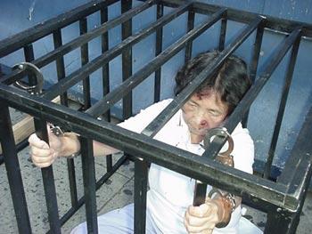 Пытки над последователями духовной практики Фалуньгун. Фото: faluninfo.ru