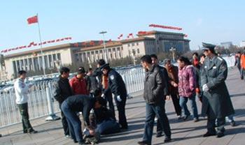 Фото: В связи участившимися протестами на площади Тяньаньмэнь, милиция усилила патрулирование на площади