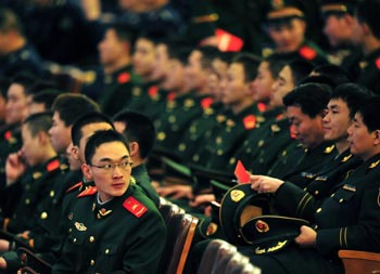На фоне серьёзного экономического кризиса китайские власти вкладывают деньги в   повышение зарплат военным. Фото: Getty Images