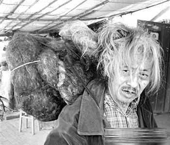 Пэн Фу не стрижёт волосы уже почти 60 лет. Фото с сайта epochtimes.com