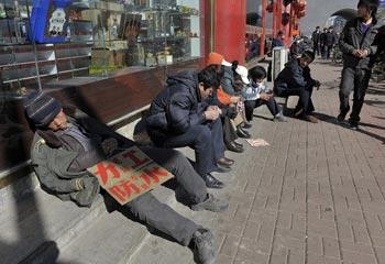 Лишившиеся работы крестьяне в поисках заработка. Город Шеньян провинции Ляонин. 13 марта. Фото: Getty Images