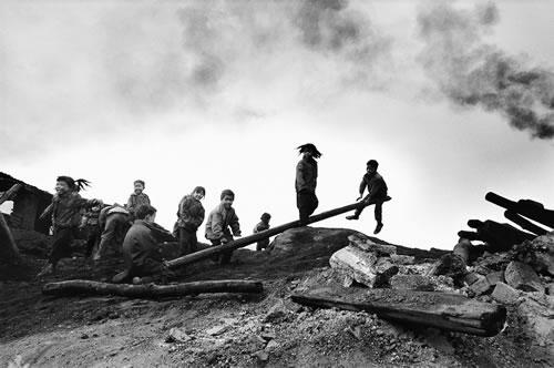 Дети жителей горных районов. Провинция Гуйчжоу. Фото: Lu Xianyi
