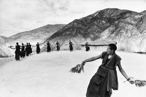 Ламы исполняют ежегодный ритуальный танец. Провинция Юаньнань. 1996 год. Фото: Geng Yun