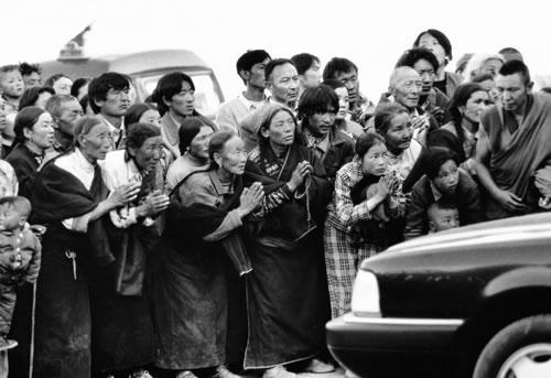 Приехал живой Будда. Провинция Ганьсу. 2000 год. Фото: Bai Liguo