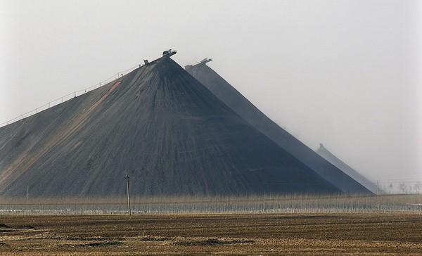 Терриконы шахты Чаонань в провинции Ляонин. Фото: Gaoyuan Miwu