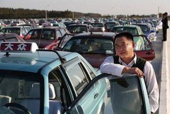 Таксисты по всему Китаю устроили забастовки, протестуя против эксплуатации компаниями такси. Фото: Getty Images