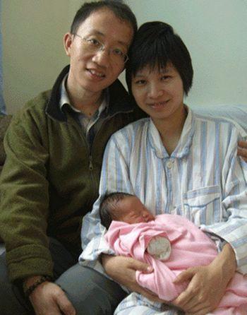 Ху Цзя c женой Цзэн Цзиньянь и дочерью. Фото: The Epoch Times